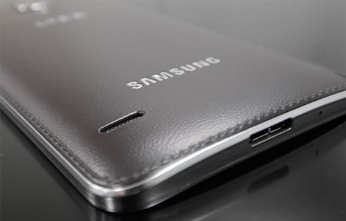 Galaxy Note 3 ve esnek ekranlı Galaxy Round yan yana! Video