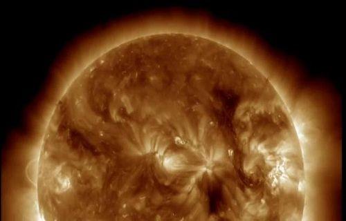 Güneş'teki dev patlamalar görüntülendi [video]