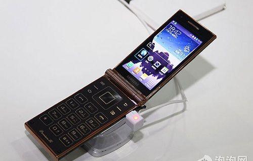 Samsung'dan dünyanın en güçlü kapaklı telefonu!