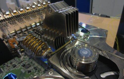 250 Sabit disk'den oluşan muazzam F1 aracı (Video)