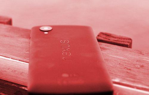 Kırmızı Nexus 5 satışa sunuldu!