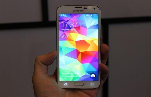 İşte Galaxy S5'in yeni TouchWiz arayüzü, bataryası ve parmak izi uygulaması!
