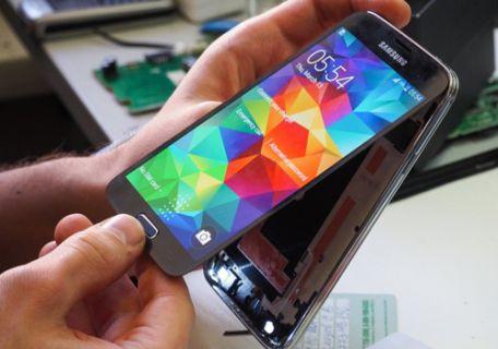 Galaxy S5'i düşürürseniz size kaça patlar!