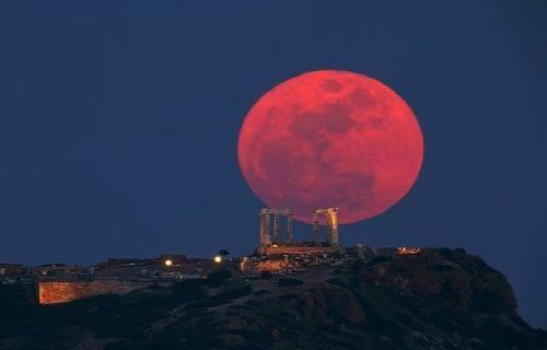 Dünya, yarın gerçekleşecek kanlı Ay tutulmasına kilitlendi!