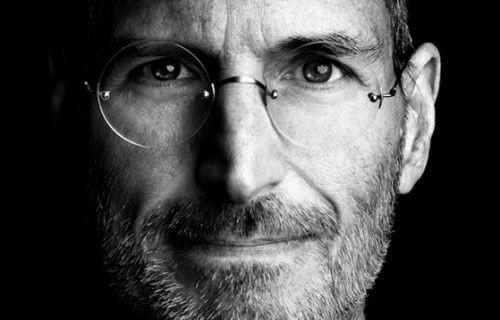Samsung, Steve Jobs'ın ölümünü iPhone'a saldırmak için kullanmış!