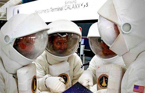 Microsoft, Samsung'un 'Galaxy 5 Terminal'ine troll astronot gönderdi