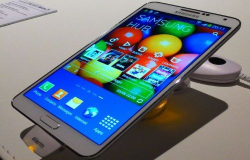 QHD ekrana sahip Galaxy Note 4, iki farklı model ile gelecek!