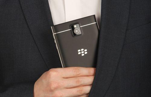 Merakla beklenen eşsiz telefon BlackBerry Passport artık resmi!
