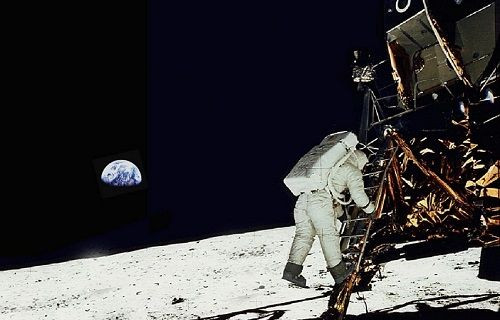 Apollo 11'in Ay'a inişini 3D izleyin