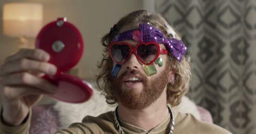 Harika ve eğlenceli 10 komik akıllı telefon reklamı (Video)