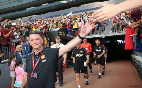 Manchester United antremanlarda oyuncuları kamerayla izliyor
