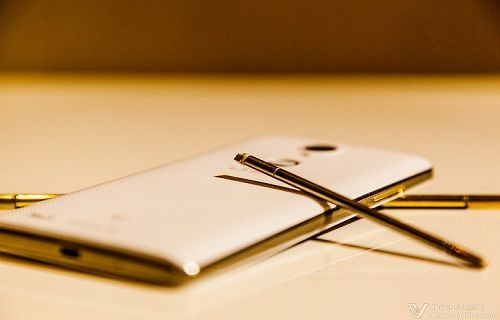 Pantech'in yeni telefonu Pop Up Note mükemmel bir işçilik ortaya koyuyor