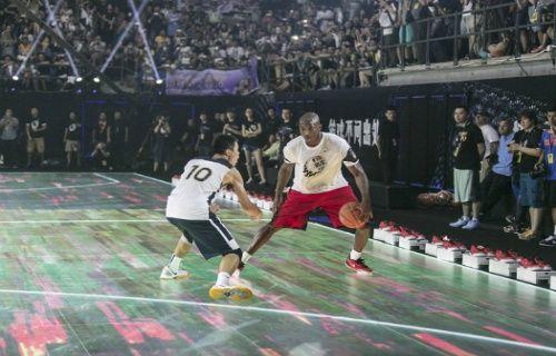 Nike'dan Dünyanın ilk tam dokunmatik, hareket sensörlü basketbol sahası! [Video]