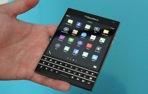 Kare tasarımlı BlackBerry Passport cebe sığacak mı?