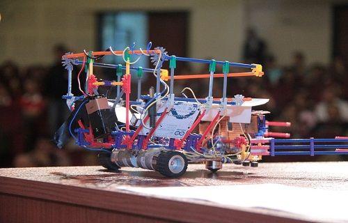 Türkiye'deki robot severler yine İzmir'de toplanıyor