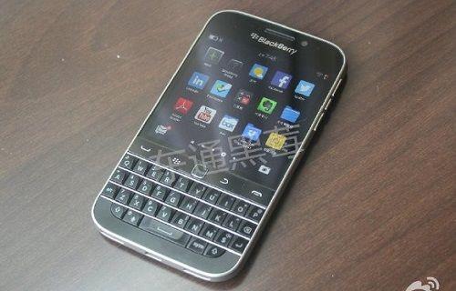 BlackBerry'nin yeni telefonu kameralara poz verdi