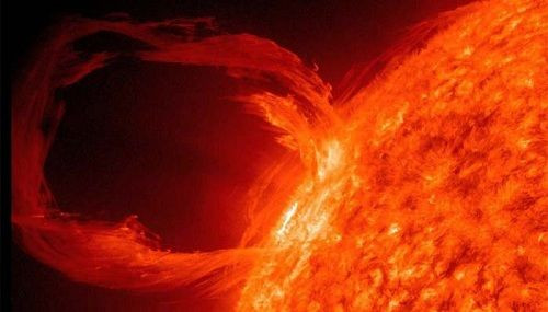 Güneşteki patlama tüm cihazları etkileyebilir!