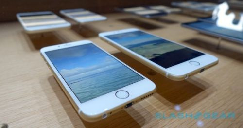 iPhone 6 neden eğiliyor? İşte eğilme testi! (Video)