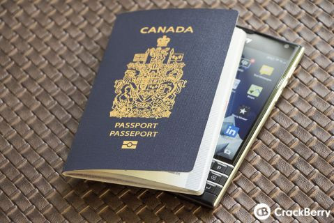 BlackBerry Passport böyle tasarlandı! (Video)
