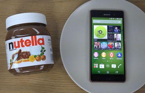 Bükme testlerini unutun! Xperia Z3'e çikolatalı ve kolalı test (Video)