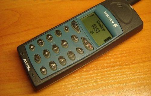 Efsane telefonlar lüks araba fiyatına satışa sunuluyor!