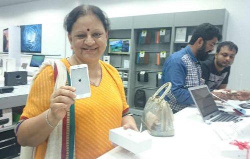 iPhone 6 ve iPhone 6 Plus Hindistan'ı salladı!