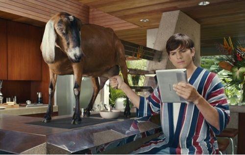 Ashton Kutcher'in Lenovo Yoga Tablet 2 Pro ile imtihanı