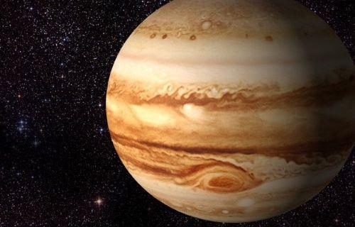 Jupiter üzerindeki kara noktanın ne olduğu açıklandı!