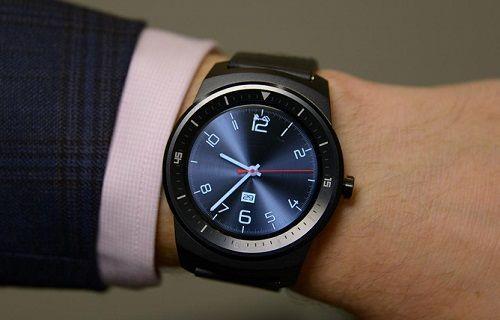 LG G Watch R, Google Play'de listelendi