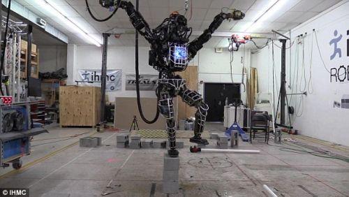 İşte Google'ın eşsiz robotu Karate Çocuk! (Video)