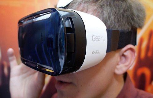 Samsung'un sanal gözlüğü Gear VR satışa çıkıyor