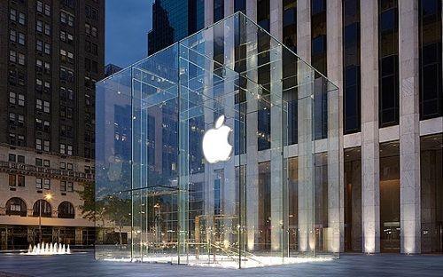 Apple Store'a samuray kılıcı ile daldı!