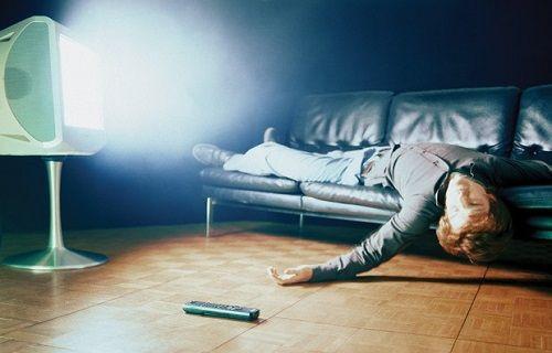 TV karşısında uyuyakalanlar için cihaz geliştirildi [video]