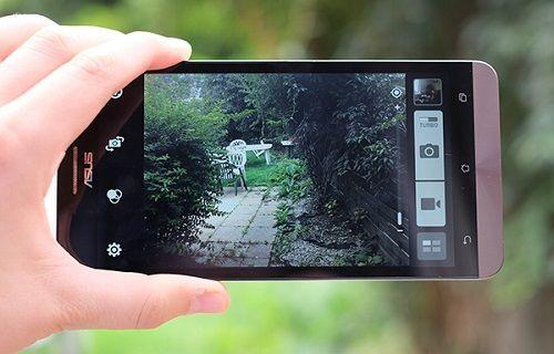 Asus'tan çift kameralı telefon geliyor