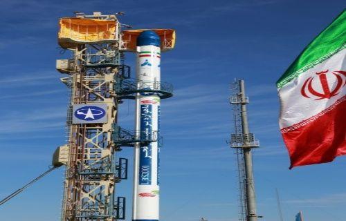 İran 'Fecr' adlı uydusunu uzaya gönderdi