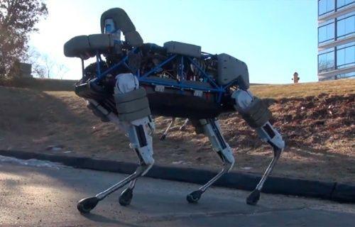 Boston Dynamics robot köpek Spot'u tanıttı [Video]