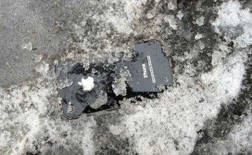 Beş gün buz ve kar altında kalan iPhone çalışır mı?