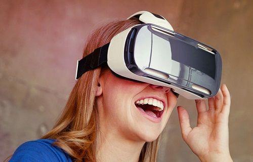 Samsung, Galaxy S6 için Gear VR'nin yenilikçi sürümünü ön siparişe çıkarıyor