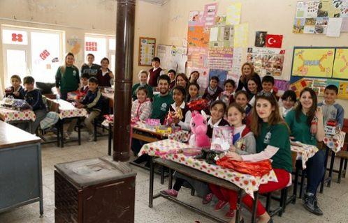 Ordulu çocuklara Turkcell Gönüllüleri'nden sürpriz hediyeler