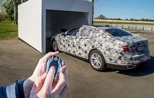 BMW'nin 7 serisinde uzaktan kumandayla park etme özelliği yer alacak