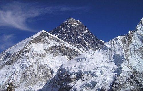 Nepal deprem Everest'in boyunu kısalttı