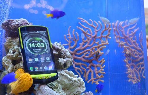 Tuzlu sudan korkmayan ilk akıllı telefon: Kyocera Torque G02!