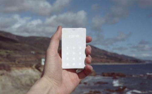 Kredi kartı büyüklüğünde cep telefonu: Light Phone!