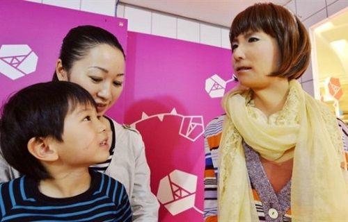 Robot Minami mağazada işe başladı