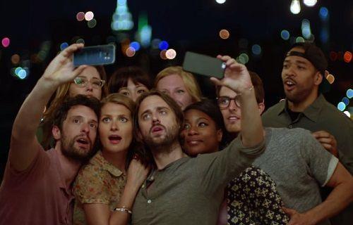 Samsung son reklamda Galaxy S6'nın ön kamerasına vurgu yapıyor