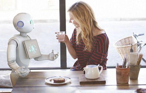 Dünyanın duyguları anlayabilen ilk robotu Pepper satışa çıktı