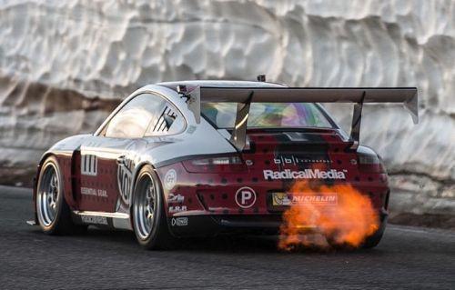 Şimdiye kadar gördüğünüz en havalı Porsche sürüşü (Video)
