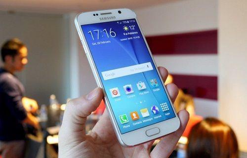 Samsung, Galaxy S6 için yeni bir güncelleme başlattı