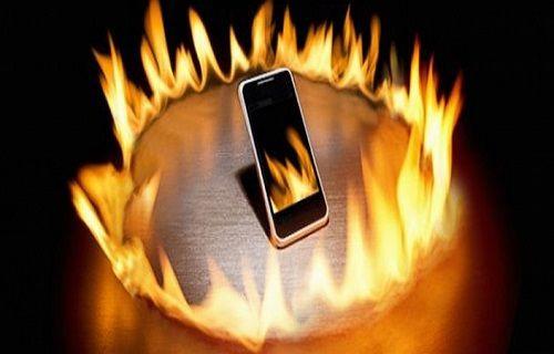 Sıcak hava ve ter telefonunuzun patlamasına neden olabilir!