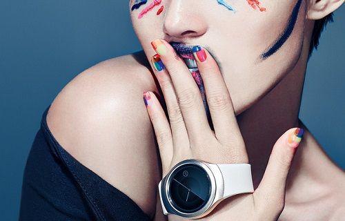 Samsung yuvarlak ekranlı akıllı saati Gear S2'yi gösterdi